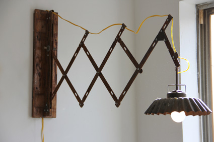 extendable_metal_lamp_reclaimed
