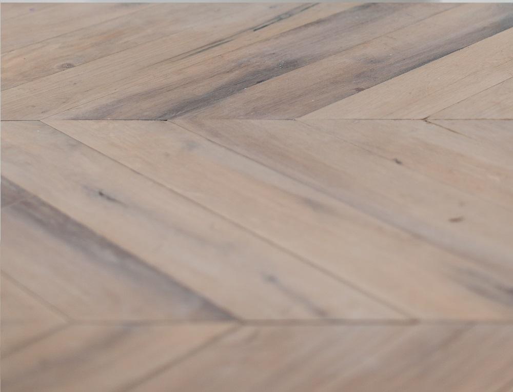 Clearance Reclaimed Resawn Beam Oak Chevron Flooring