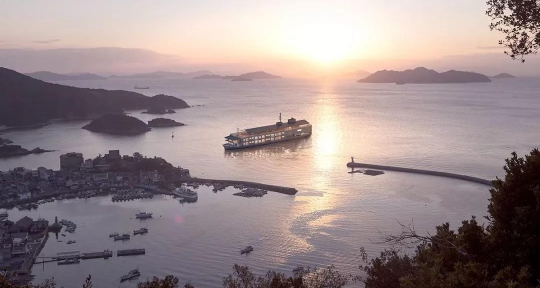 Guntû Floating Hotel by Yasushi Horibe