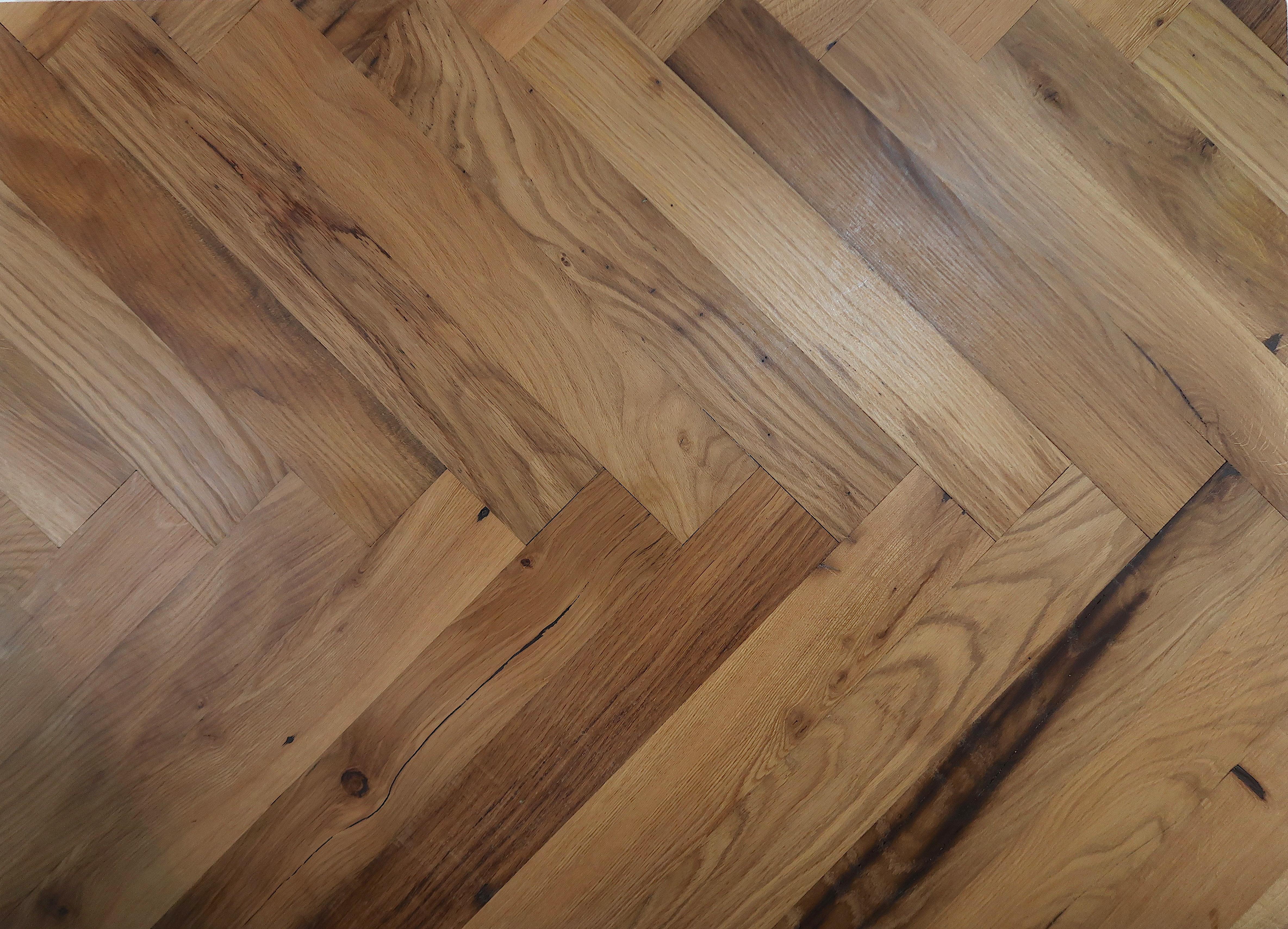 Reclaimed Engineered Herringbone Oak – Fireside