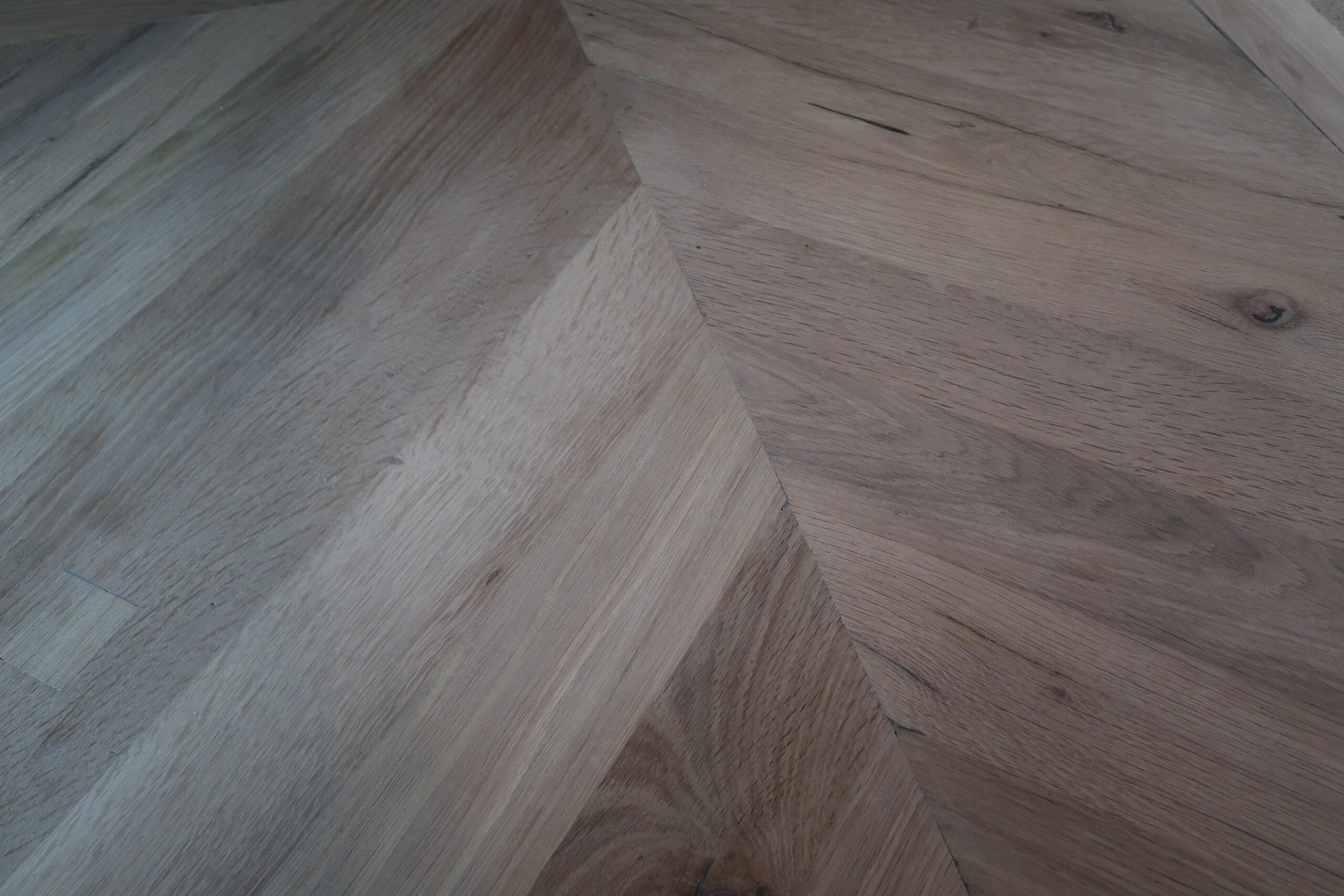 Reclaimed Engineered Herringbone Oak – Sunbleached