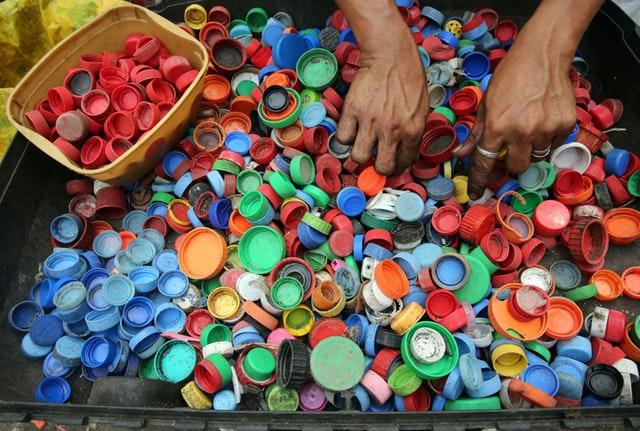 bottle-caps-bright-close-up-761297