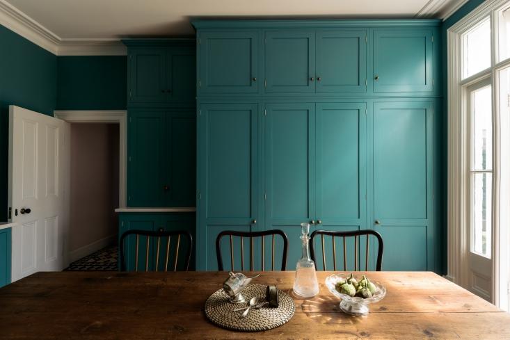 devol-shaker-london-kitchen-owl-design-barber-osgerby-tiles-4-733x489