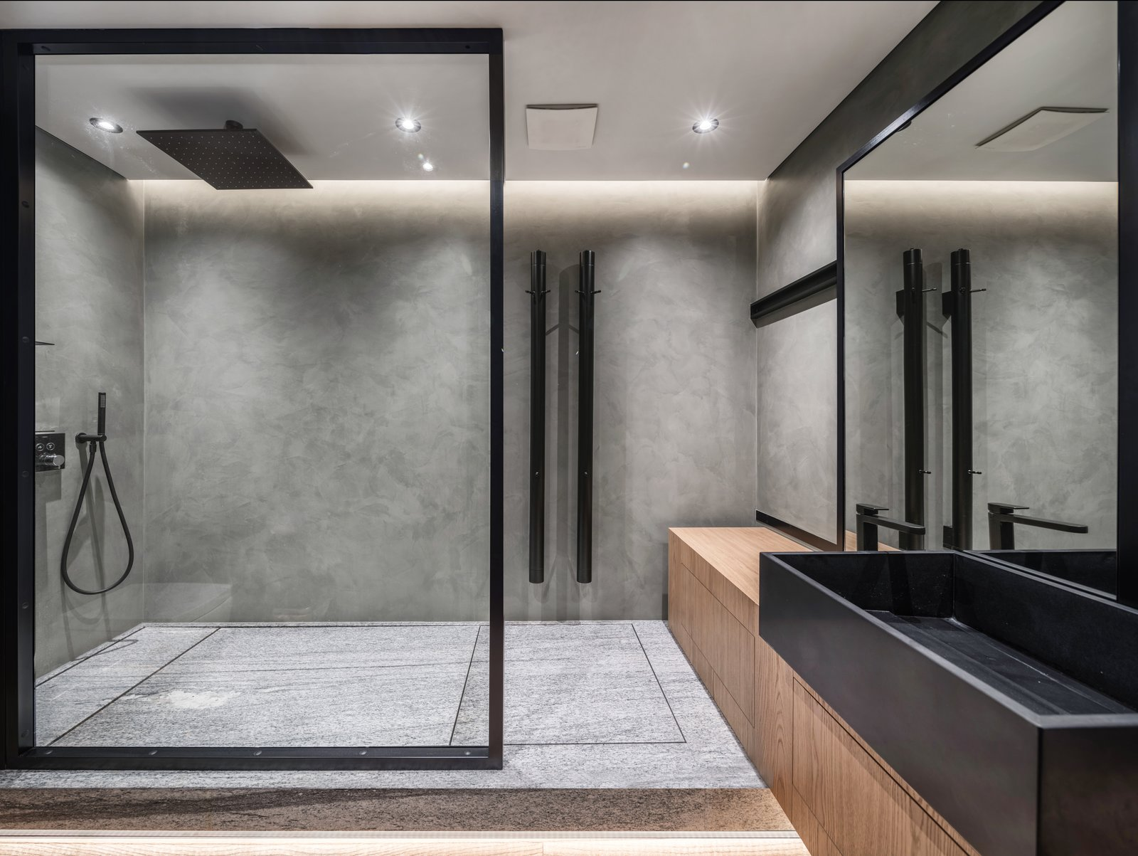 the-glass-dividers-in-the-bathroom-are-hand-crafted-by-ukrainian-craftsmen