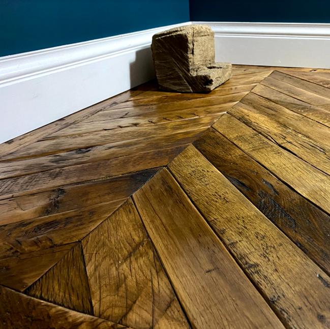 Heritage Oak Overlay Reclaimed Wood, Weathered Wood Laminate Flooring